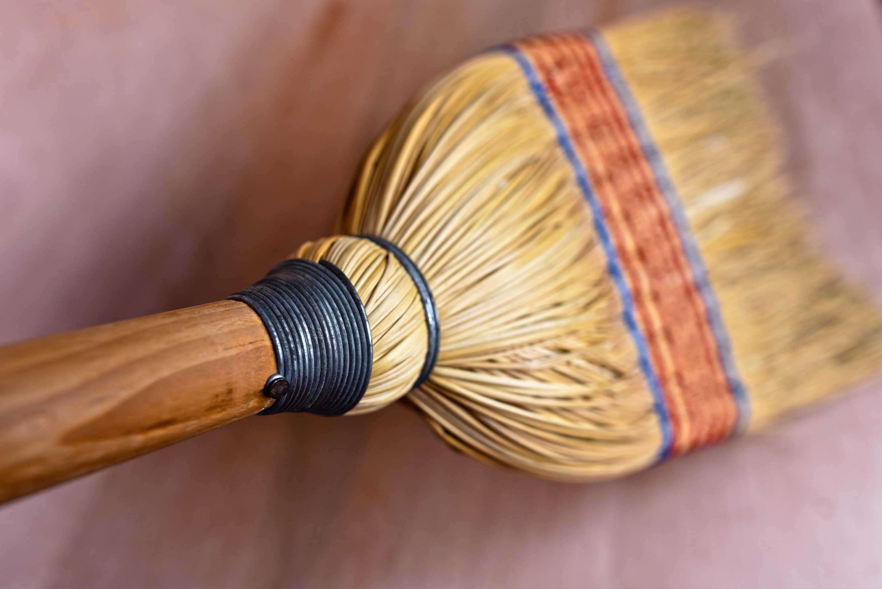 a picture of a broom